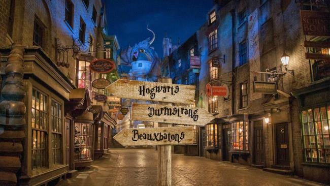 J.K. Rowling ha aumentato le scuole di magia. Compresa Hogwarts ora se ne possono contare sette.