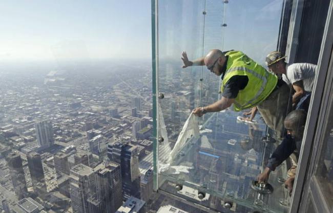 Sostituzione del vetro dello Skydeck di Chicago