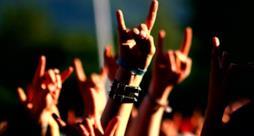 Folla a un concerto metal