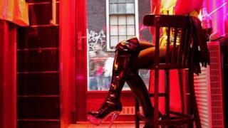 Una delle vetrine nel distretto a luci rosse di Amsterdam