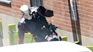 Un primo piano a Suicide Squad e Deadshot in azione in nuove immagini dal set!