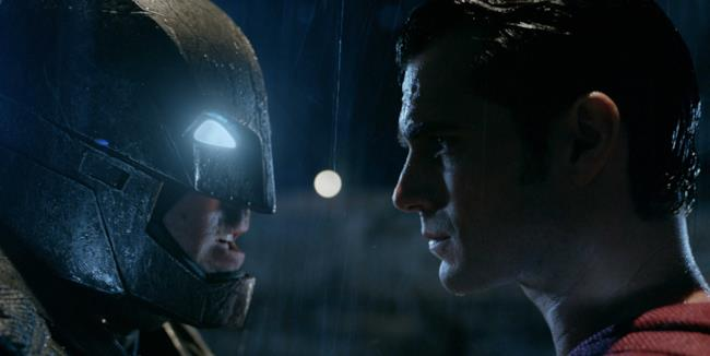 Batman e Supermen in una scena di Batman v Superman