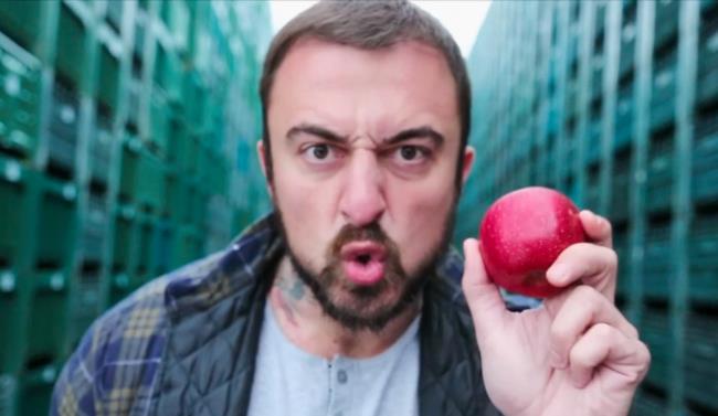 Chef Rubio con una mela