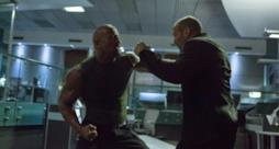 The Rock e Jason Statham in una scena di Fast & Furious