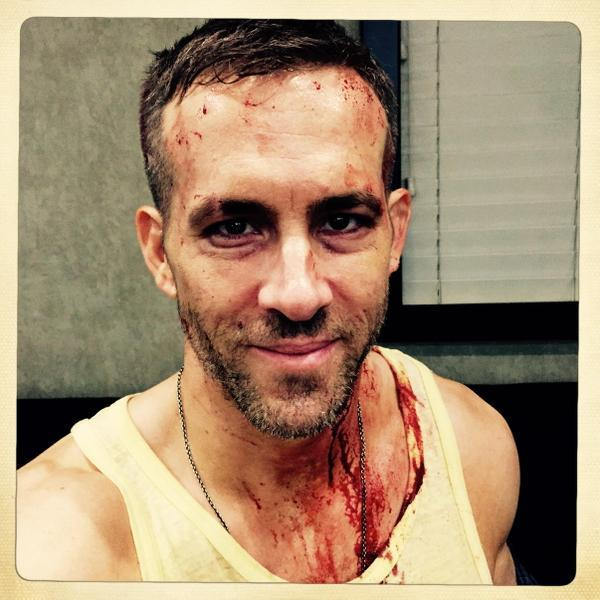 Ryan Reynolds grondante di sangue sul set di Deadpool