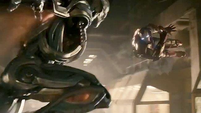 Ultron e Iron Man si scontrano