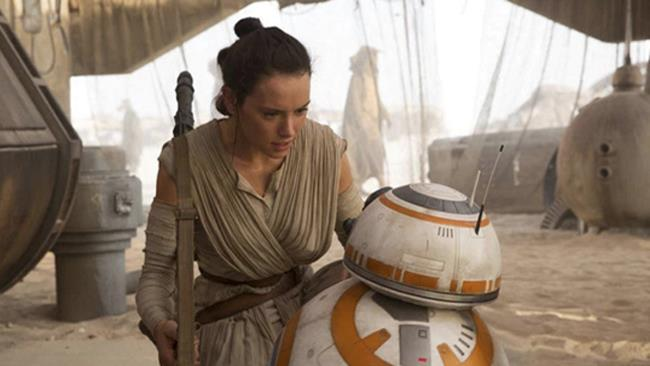 Daisy Ridley nel film Star Wars
