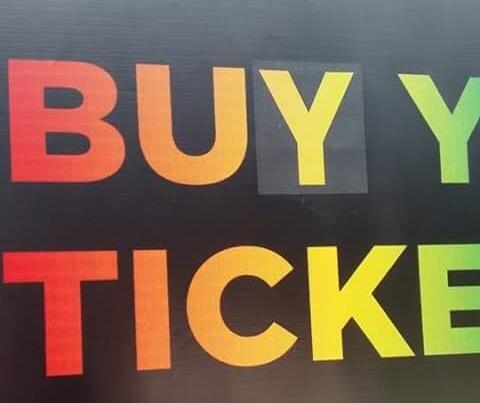 Il cartello corretto con Buy your ticket at Milanofiera
