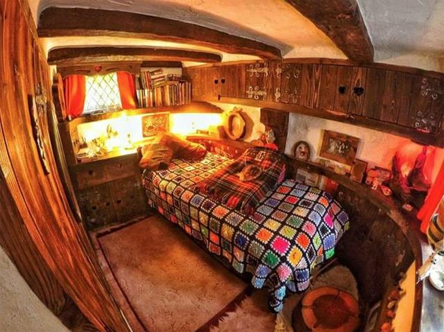 Una stanza da letto della casa di Bilbo in Scozia