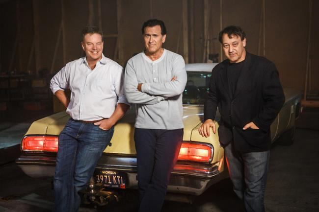 Foto dal set di Ash Vs The Evil Dead, con Sam Raimi, Bruce Campbell e Robert Tapert