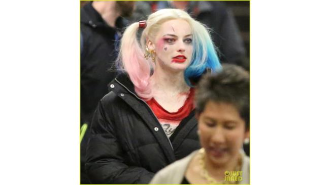 Harley Quinn sul set di Suicide Squad in make up da Harley Quinn