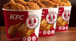 Tre secchielli di pollo fritto KFC