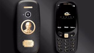Il nuovo nokia 3310 dorato con l'effige di Putin