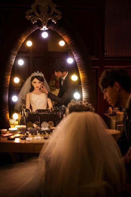 La bambola si prepara per il matrimonio