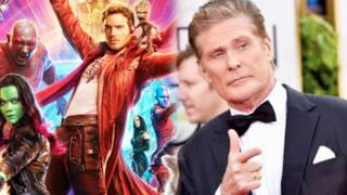 Hasselhoff sorride sul red carpet