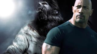 Dwayne Johnson con alle spalle The Wolfman
