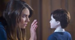 Maggie di The Walking Dead depone le armi per fare la tata nell'horror The Boy