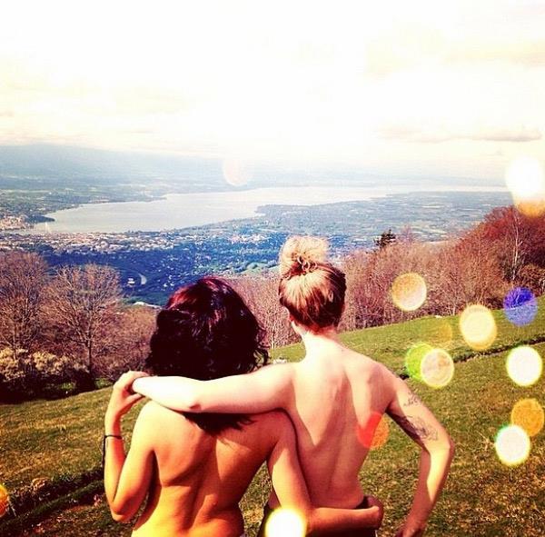 The Topless Tour due ragazze