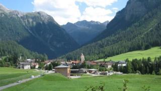Una foto del villaggio svizzero di Bergün