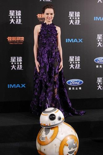 BB-8 sul red carpet con Daisy Ridley