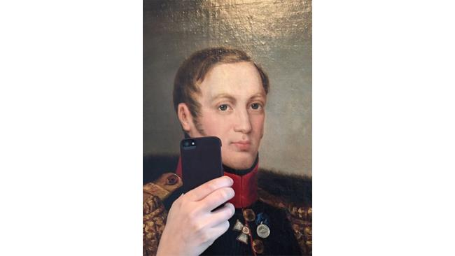 dipinto di un generale che si fa un selfie