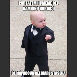 Portatemi il meme del bambino ubriaco Berrà acqua del mare stasera