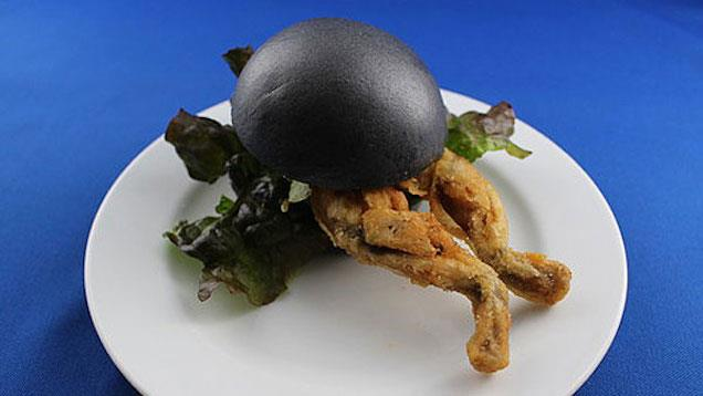 Il Black Burger con le cosce di rana