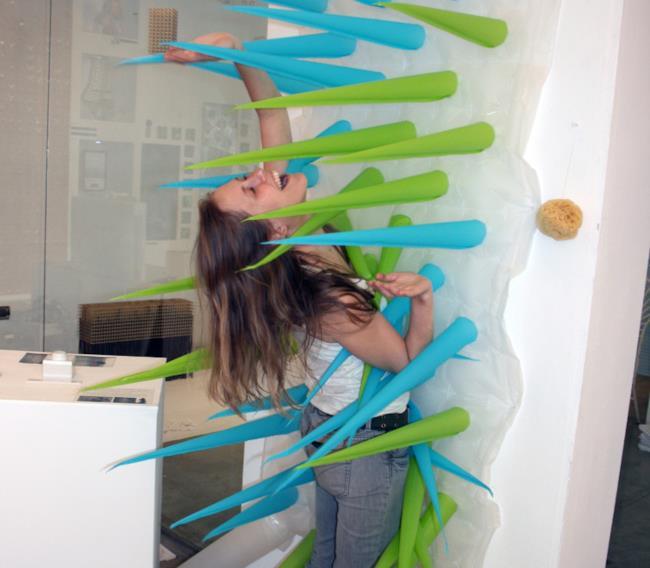 La tenda per doccia per il risparmio idrico con la sua designer