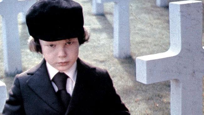 Damien in una scena di The Omen del 1976