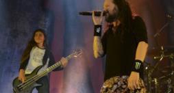 Tye sul palco coi Korn