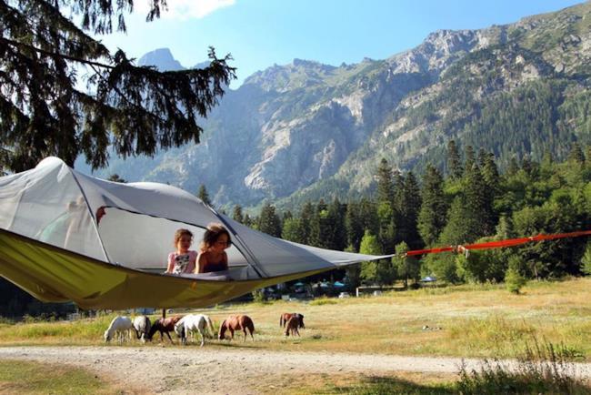 la tenda sospesa Tentsile con dei bambini