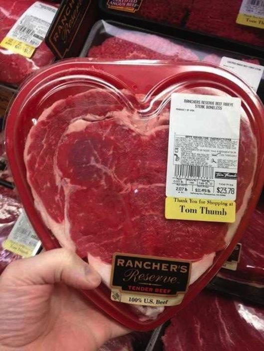 Una fetta di carne a forma di cuore per San Valentino