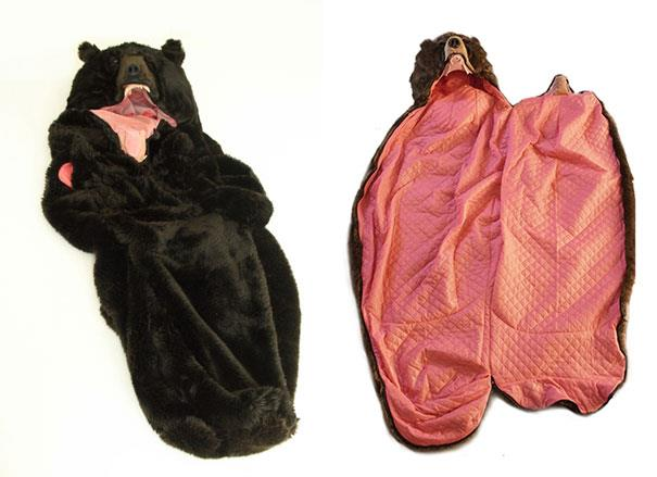 L'interno del sacco a pelo a forma di orso di Eiko Ishizawa