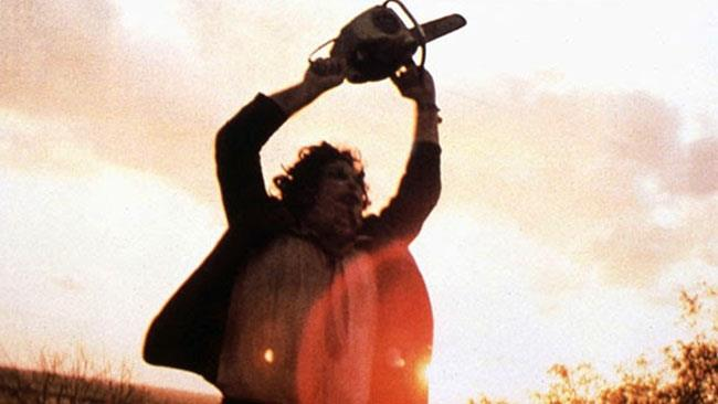 Leatherface in una scena del film Non aprite quella porta