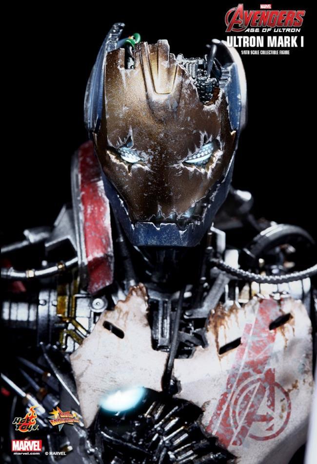 Ultron Mark I di Hot Toys visto da vicino
