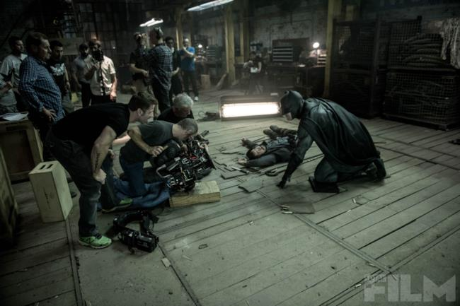 Ben Affleck in una scena dietro le quinte di Batman v Superman