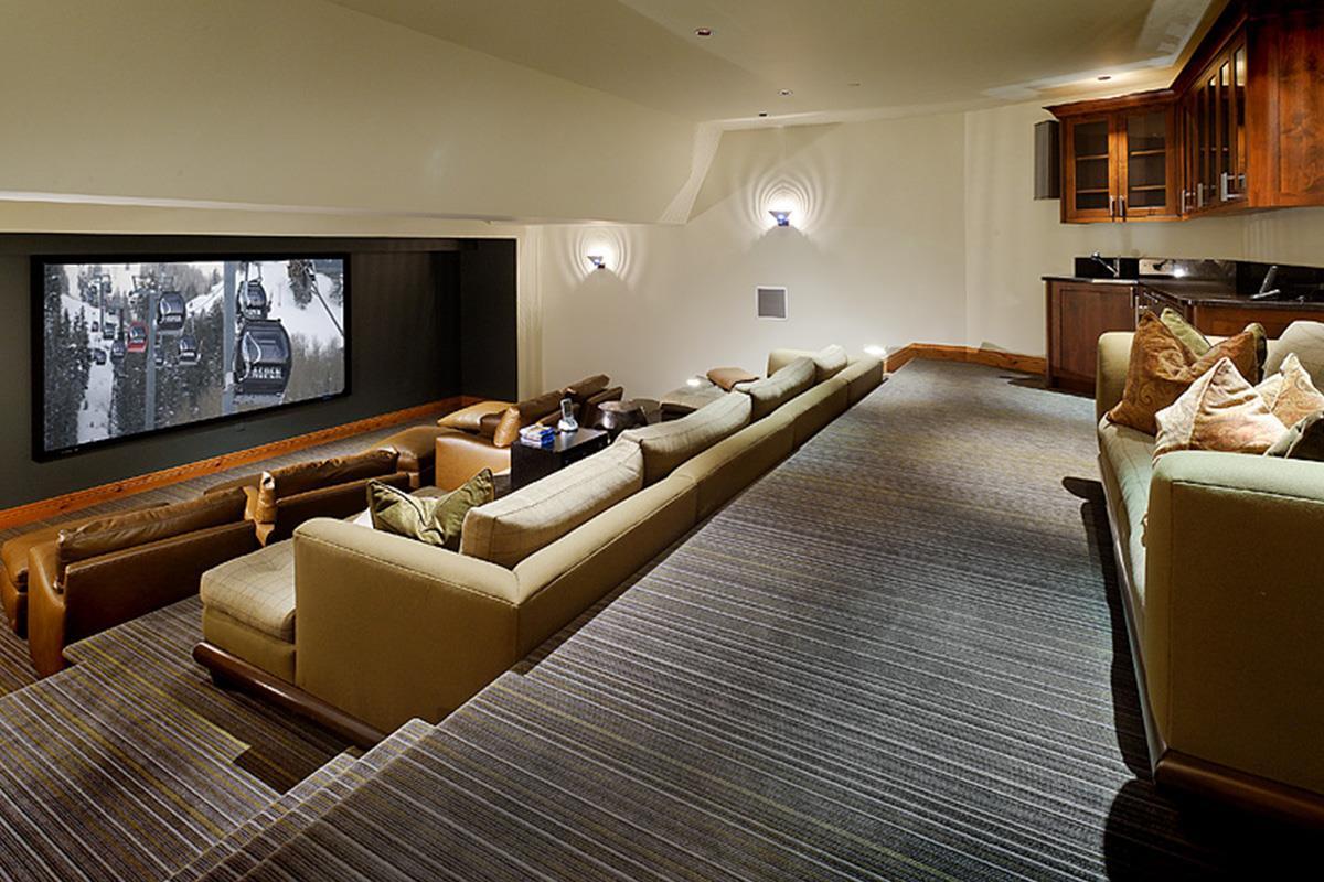 La start-up Screening Room che non piace ai registi Cristopher Nolan e James Cameron