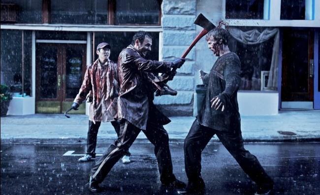 L'amico si trasforma in zombie mentre guardano The Walking Dead e lui lo uccide