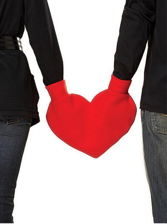 Guanti a forma di cuore per due