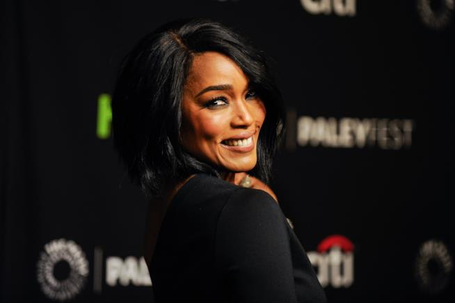 Angela Bassett in 911