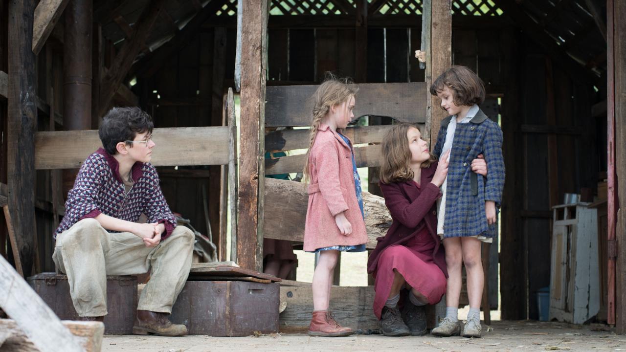 Fanny Ben-Ami e le sorelle in una scena del film