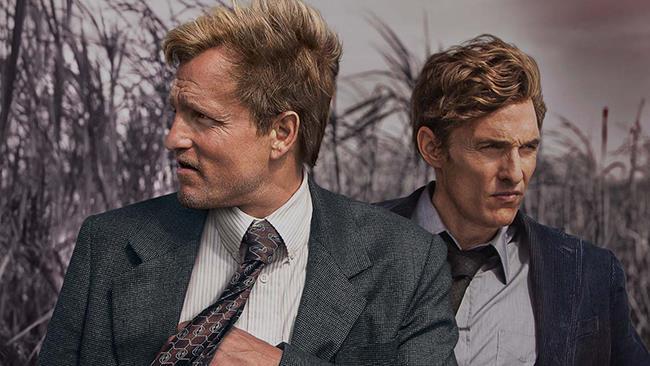 Rust Cohle (Matthew McConaughey) e Marty Hart (Woody Harrelson) in True Detective