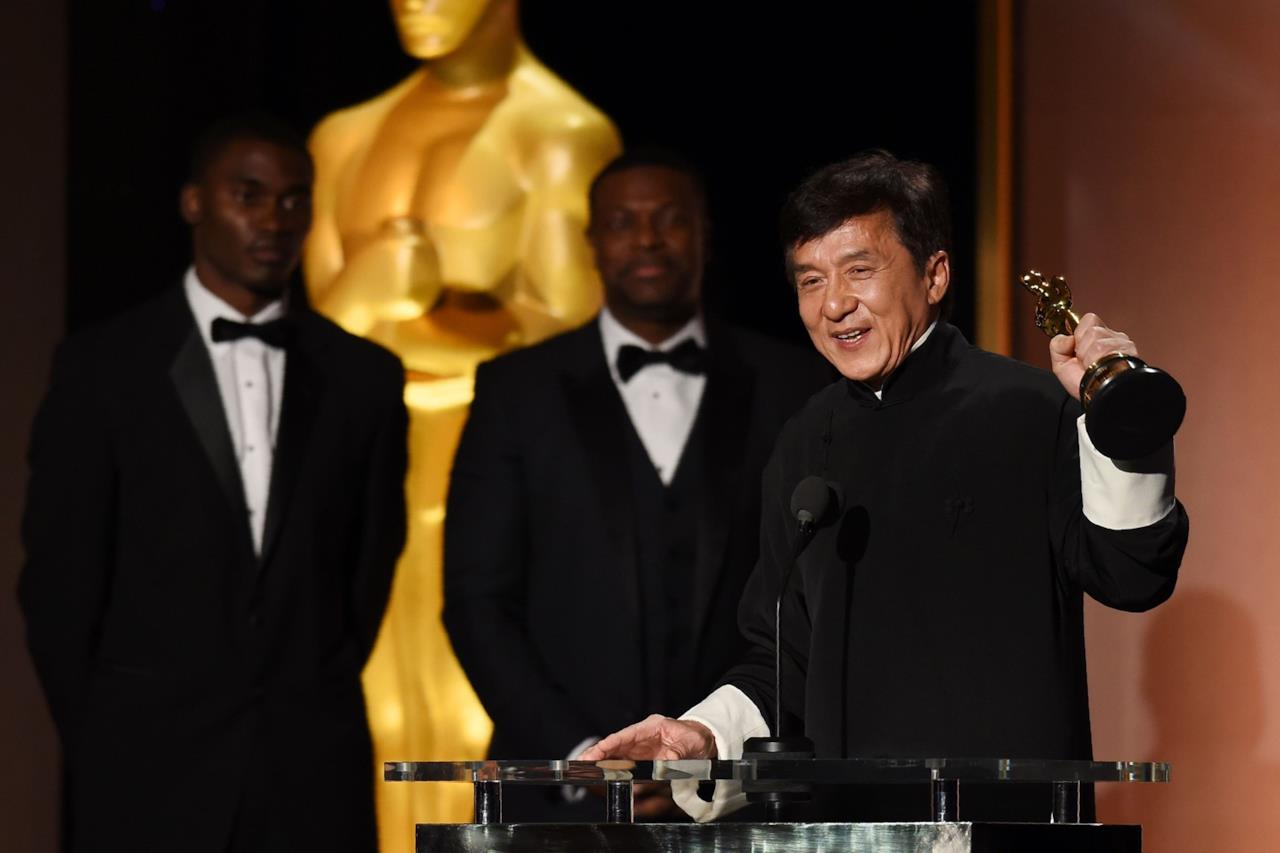 Jackie Chan con l'Oscar alla Carriera, 12 novembre 2016