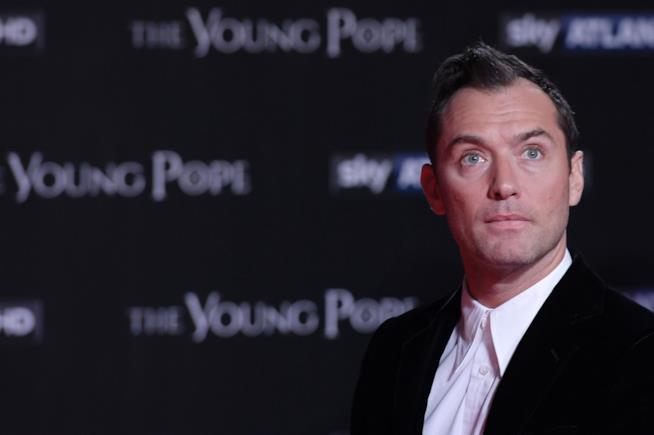 Jude Law alla prima di The Young Pope