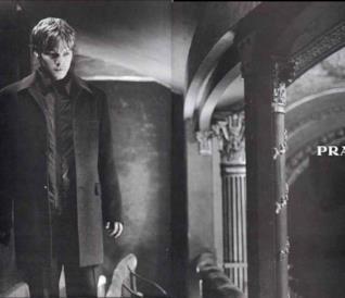 Normna Reedus in uno scatto fotografico per la casa di moda Prada