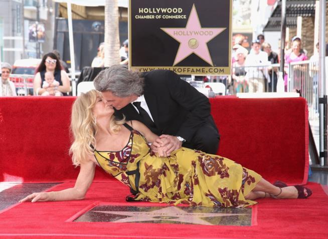 Il bacio sulla Walk of Fame di Goldie Hawn e Kurt Russell