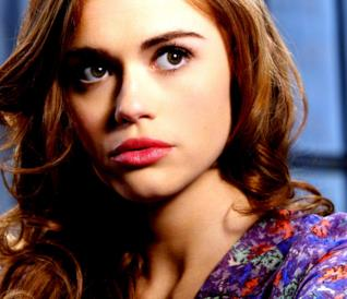 Holland Roden in posa