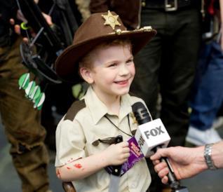 Un bambino vestito da Rick Grimes alla Walker Stalker 2016