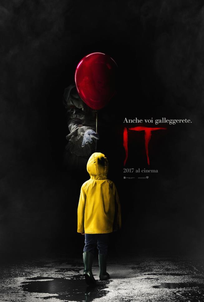 Pennywise offre un palloncino a Georgie nel teaser poster italiano di IT