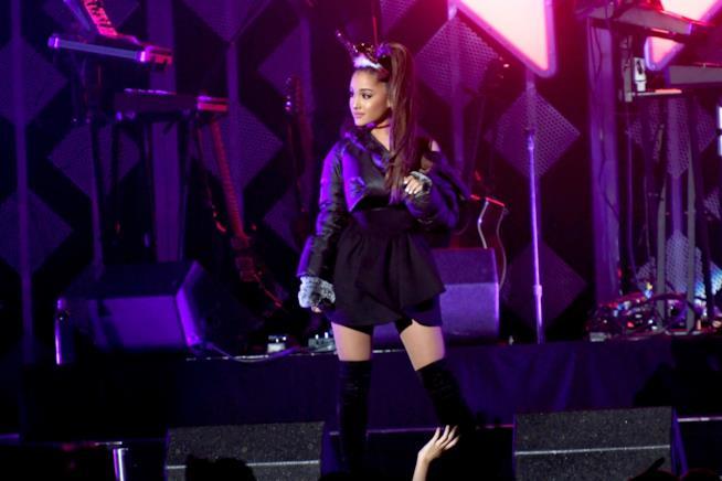 Ariana Grande scrive ai fan una lunga lettera sull'attacco terroristico a Manchester